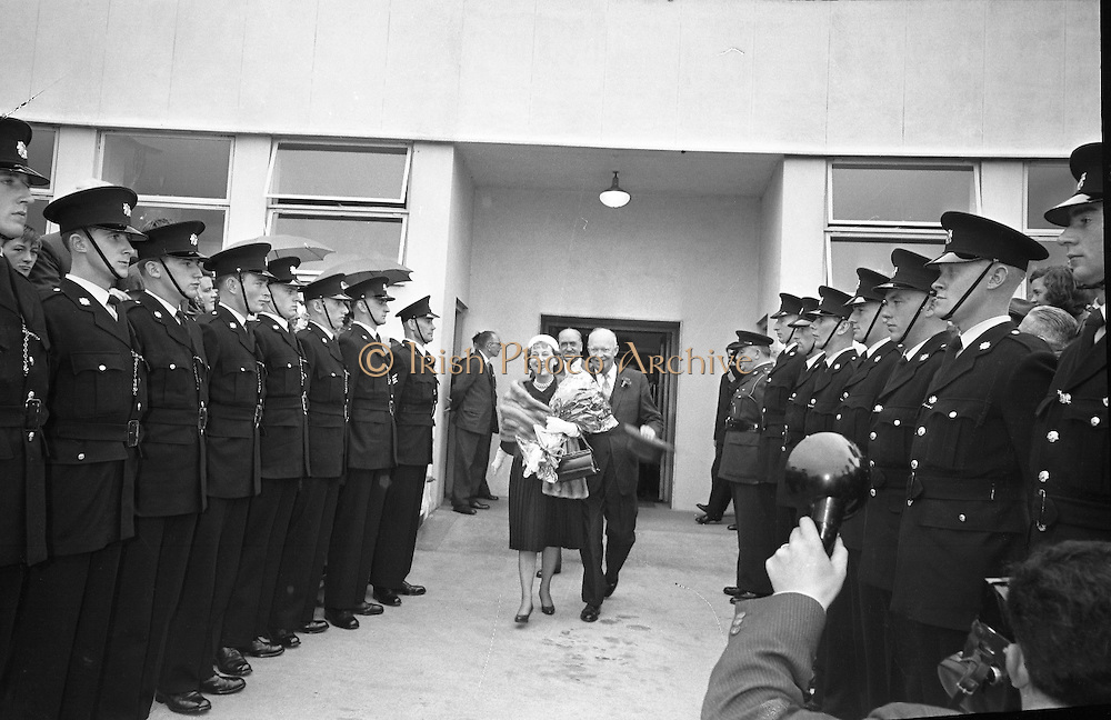 General Dwight D. Eisenhower and his wife arrive in Dublin. Mr. and Mrs. Eisenhower spent a few days in Ireland as part of a European tour.. 21.08.1962.<br />