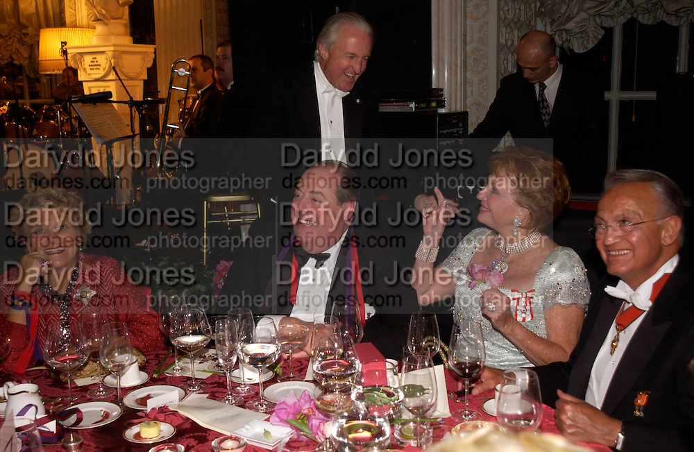 The Duke of Marlborough, ? Vivienne Duffield, Galen Weston and the hon Nicholas Soames, Ball at Blenheim Palace in aid of the Red Cross, Woodstock, 26 June 2004. SUPPLIED FOR ONE-TIME USE ONLY-DO NOT ARCHIVE. © Copyright Photograph by Dafydd Jones 66 Stockwell Park Rd. London SW9 0DA Tel 020 7733 0108 www.dafjones.com