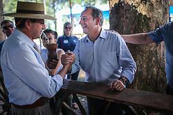 """O candidato a governador do Estado pela coligação """"O Rio Grande Merece Mais"""", Vieira da Cunha no acampamento Farroupilja de Erechim. FOTO: Jefferson Bernardes/ Agência Preview"""