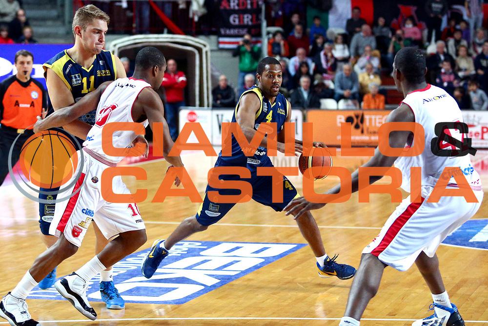 DESCRIZIONE : Varese Lega A 2012-13 Cimberio Varese Sutor Montegranaro<br /> GIOCATORE : Ronald Steele<br /> CATEGORIA : palleggio penetrazione<br /> SQUADRA : Sutor Montegranaro<br /> EVENTO : Campionato Lega A 2012-2013 <br /> GARA : Cimberio Varese Sutor Montegranaro<br /> DATA : 09/12/2012<br /> SPORT : Pallacanestro <br /> AUTORE : Agenzia Ciamillo-Castoria/I.Mancini<br /> Galleria : Lega Basket A 2012-2013  <br /> Fotonotizia : Varese Lega A 2012-13 Cimberio Varese Sutor Montegranaro<br /> Predefinita :