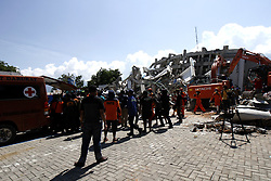 October 1, 2018 - Palu, Central Sulawesi, INDONESIE - PALU, INDONESIA - OCTOBER 01, 2018 : A search and rescue team searching for paragliding member team victims at the Roa-roa hotel collapsed after an earthquake hit on October 1, 2018 in Palu, Central Sulawesi Province, Indonesia. (Credit Image: © Panoramic via ZUMA Press)