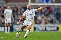 Charlie Hodgson of Saracens kicks for the posts - Photo mandatory by-line: Patrick Khachfe/JMP - Mobile: 07966 386802 16/11/2014 - SPORT - RUGBY UNION - Leicester - Welford Road - Leicester Tigers v Saracens - Aviva Premiership