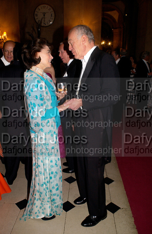 Patricia Rawlings(?) and Leonard Lauder, Ball at Blenheim Palace in aid of the Red Cross, Woodstock, 26 June 2004. SUPPLIED FOR ONE-TIME USE ONLY-DO NOT ARCHIVE. © Copyright Photograph by Dafydd Jones 66 Stockwell Park Rd. London SW9 0DA Tel 020 7733 0108 www.dafjones.com