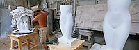 Italie, Toscane, Pietrasanta, atelier de sculpture sur marbre // Marble workshop, Pietrasanta <br /> Tuscany, Italy