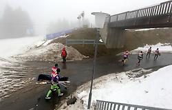 28.12.2011, DKB-Ski-ARENA, Oberhof, GER, Viessmann FIS Tour de Ski 2011, Training, im Bild Athleten verlassen das Biathlonstadion .die Strecke ist präpariert, ausserhalb des Rundkurses fehlt der Schnee . during of Viessmann FIS Tour de Ski 2011, in Oberhof, GERMANY, 2011/12/28. EXPA Pictures © 2011, PhotoCredit: EXPA/ nph/ Hessland..***** ATTENTION - OUT OF GER, CRO *****