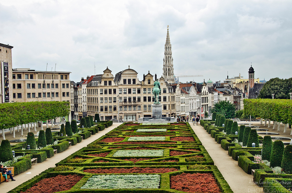 Some of the best views of Brussels Grand Place are from the Mont des Arts (Mountain / hill of arts.