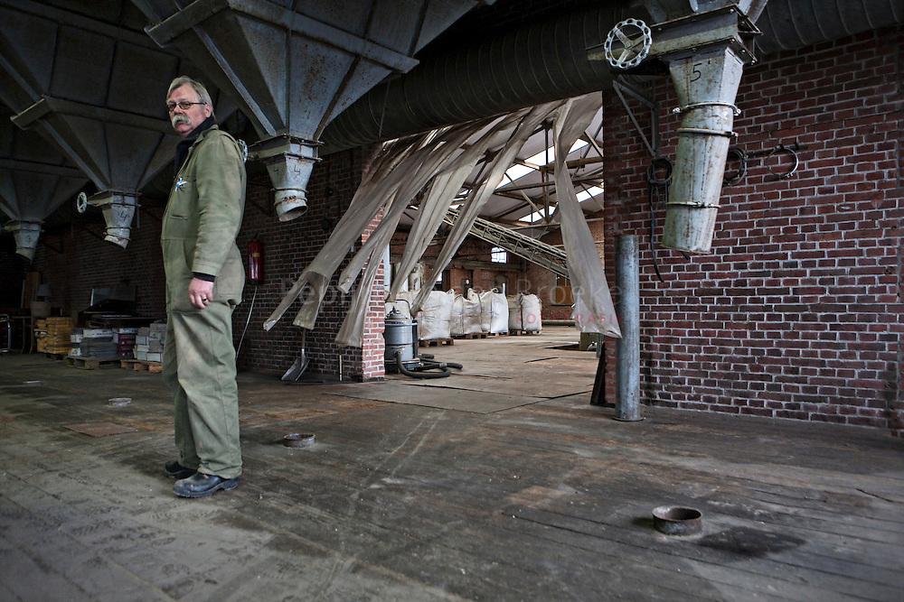 31/3/2010. Geerdinus van Buuren. EMG graansilo Eemskanaal Noordzijde. foto: Pepijn van den Broeke