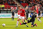 ALKMAAR - 26-09-2015, AZ - Heracles Almelo, AFAS Stadion, AZ speler Markus Henriksen (l) scoort hier de 1-0, Heracles Almelo speler Thomas Bruns, doelpunt.