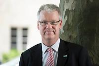 24 MAY 2012, BERLIN/GERMANY:<br /> Jochen Quick, Praesident Bundesverband Wirtschaft Verkehr und Logistik, BWVL, an einem Baum vor dem Hotel Maritim Berlin<br /> IMAGE: 20120524-01-099