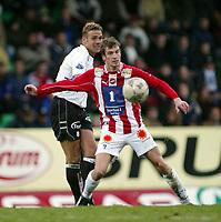 Fotball, 26. april 2003, Tippeligaen, Sogndal-Tromsø 3-1. Håvard Flo, Sogndal, og Miika Koppinen, Tromsø