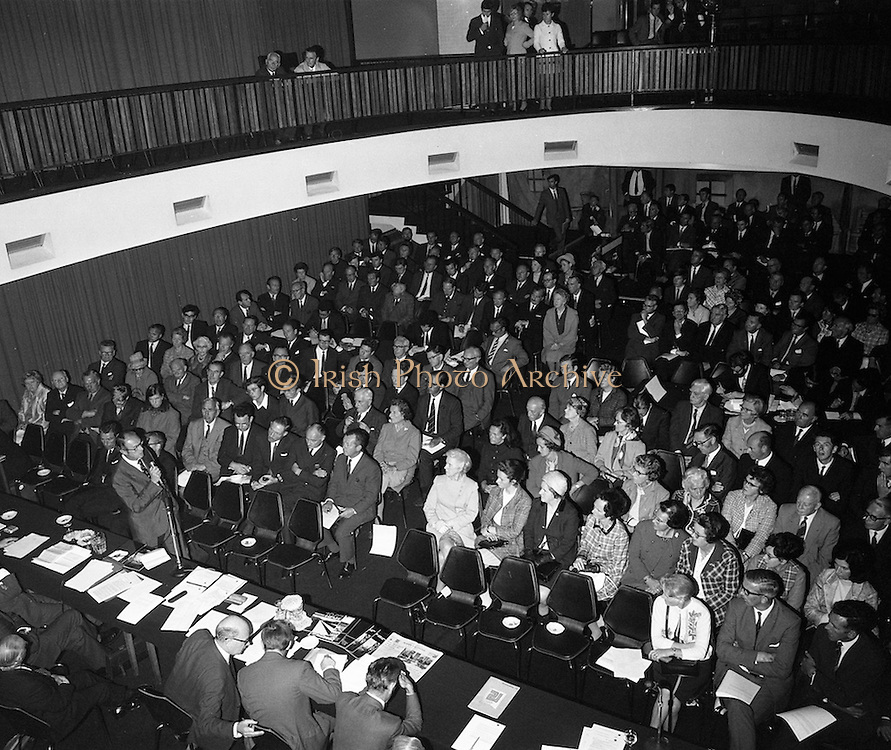 21/9/1970<br /> 9/21/1970<br /> 21 September 1970<br /> <br /> Roadstone Extraordinary A.G.M. A show of hands of the share holders voted to merge with Cement Ltd. the Meeting was held at Jury's Hotel Dublin.