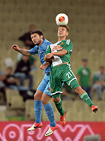 Fotball , ,22.AUG.13 - - UEFA Europa League, Play Off, Play Off, SK Rapid Wien vs FC Dila Gori. Bild zeigt Giorgi Guruli (Gori) und Louis Schaub (Rapid). Keywords: Wien Energie.<br />