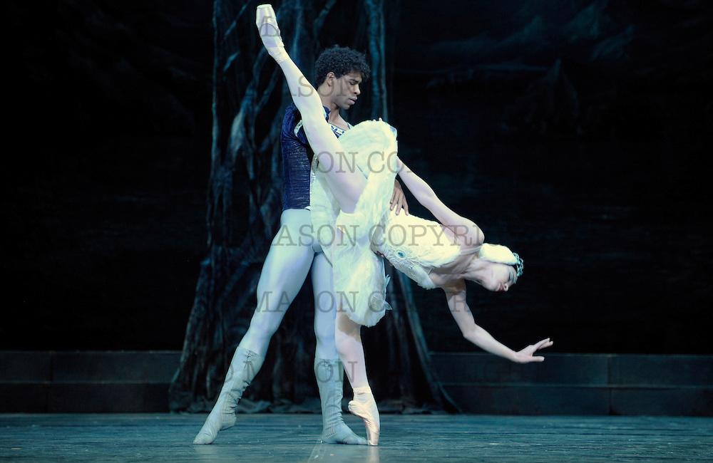 2010 Swan Lake<br /> Ballet Nacional de Cuba<br /> London Coliseum UK<br /> Odette: Viengsay Valdes and Prince Siegfried: Carlos Acosta