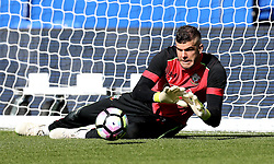 Fraser Forster of Southampton warms up for the Premier League fixture against Leicester City - Mandatory by-line: Robbie Stephenson/JMP - 02/10/2016 - FOOTBALL - King Power Stadium - Leicester, England - Leicester City v Southampton - Premier League