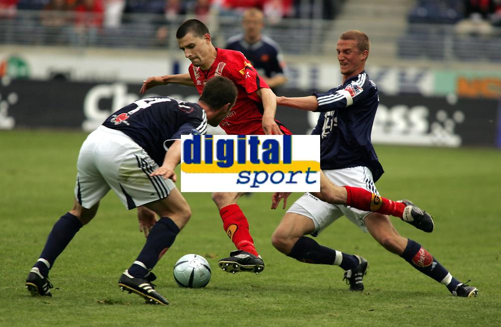 Fotball, eliteserien, 13/06-2005, Viking Stadion,<br />Viking - Brann,<br />Paul Scharner , Brede Hangeland, Ronny Deila,<br />Foto: Sigbjørn Andreas Hofsmo