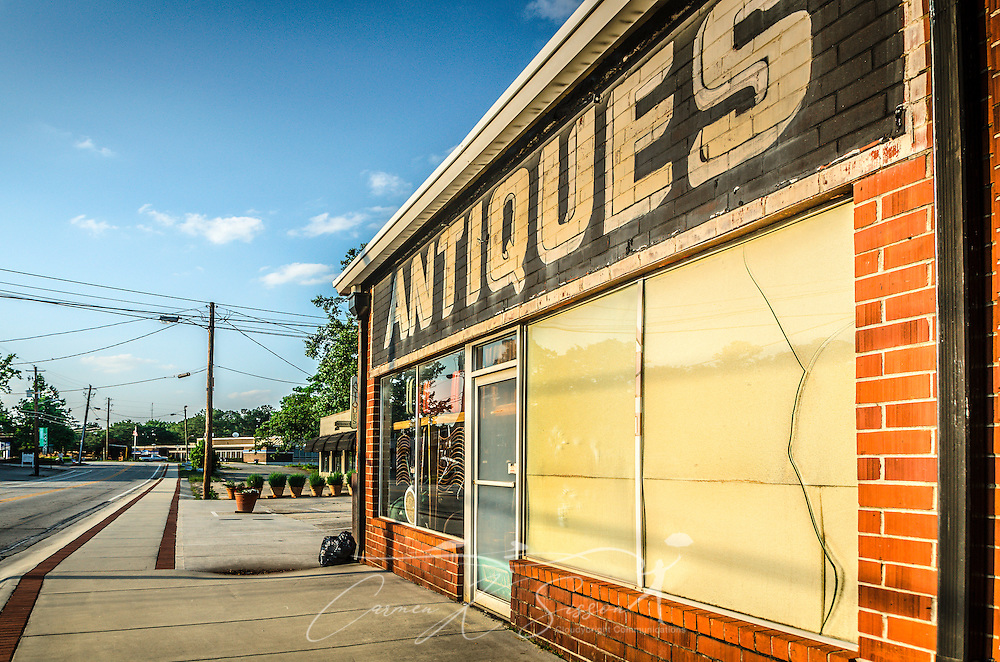 A mural welcomes visitors to Rust-N-Dust Antiques and Chamblee's Antiques Row, May 20, 2014, in Chamblee, Georgia. (Photo by Carmen K. Sisson/Cloudybright)