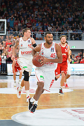 04.01.2015, Brose Arena, Bamberg, GER, Beko Basketball BL, Brose Baskets Bamberg vs FC Bayern Muenchen, 17. Runde, im Bild Josh Shipp (Brose Baskets Bamberg) am Ball. Im Hintergrund: Daniel Theis (Brose Baskets Bamberg / links) und John Bryant (FC Bayern Muenchen / rechts) // during the Beko Basketball Bundes league 17th round match between Brose Baskets Bamberg and FC Bayern Muenchen at the Brose Arena in Bamberg, Germany on 2015/01/04. EXPA Pictures &copy; 2015, PhotoCredit: EXPA/ Eibner-Pressefoto/ Merz<br /> <br /> *****ATTENTION - OUT of GER*****