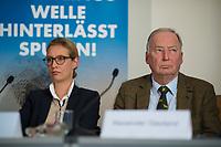 DEU, Deutschland, Germany, Berlin, 18.09.2017: Die beiden Spitzenkandidaten der Partei Alternative für Deutschland (AfD) zur Bundestagswahl, Alice Weidel und Alexander Gauland, bei einer Pressekonferenz zur Islamischen Zuwanderung und Kriminalität.