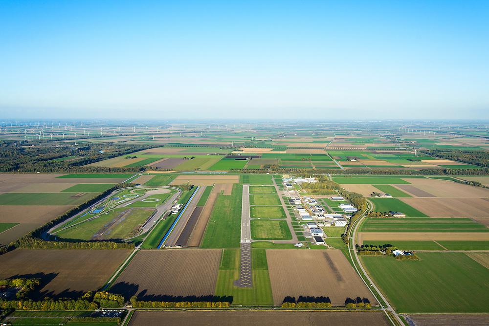 Nederland, Flevoland, Lelystad, 24-10-2013. Vliegveld Lelystad Airport met naast de start- en landingsbaan de testbaan van de Rijksdienst voor het Wegverkeer (RDW).<br /> Lelystad Airport in the polder in between the farmland of the province Flevoland.<br /> luchtfoto (toeslag op standaard tarieven);<br /> aerial photo (additional fee required);<br /> copyright foto/photo Siebe Swart.