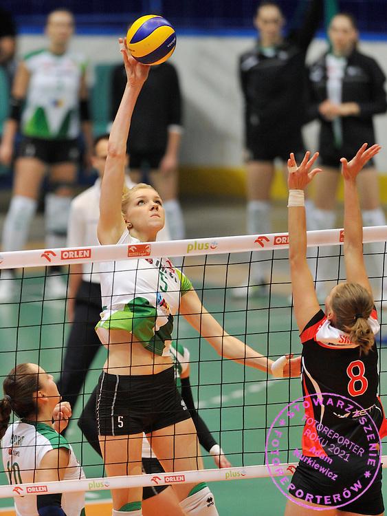 Wroclaw 05/10/2014 Mecz Orlen Ligi Impel Wroclaw v KS Palac Bydgoszcz.<br /> Na zdj. Atakuje Agnieszka Kakolewska.<br /> Fot. Piotr Hawalej