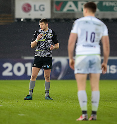 Ospreys' Dan Biggar<br /> <br /> Photographer Simon King/Replay Images<br /> <br /> European Rugby Champions Cup Round 5 - Ospreys v Saracens - Saturday 13th January 2018 - Liberty Stadium - Swansea<br /> <br /> World Copyright © Replay Images . All rights reserved. info@replayimages.co.uk - http://replayimages.co.uk