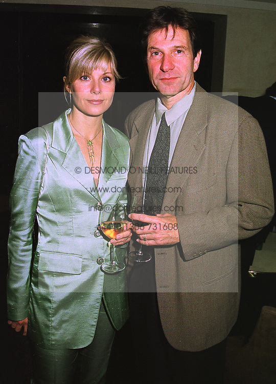 Actor MICHAEL BRANDON his wife actress GLYNIS BARBER, at a dinner in London on 30th September 1998.MKK 52