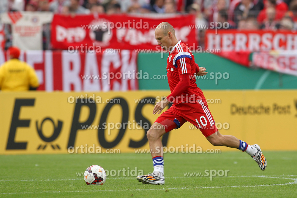 17.08.2014, Preussenstadion, Muenster, GER, DFB Pokal, SC Preussen Muenster vs FC Bayern Muenchen, 1. Runde, im Bild Arjen Robben (FC Bayern Muenchen #10) beim Schusstraining // during the 1st round match of German DFB Pokal between SC Preussen Muenster vs FC Bayern Munich at the Preussenstadion in Muenster, Germany on 2014/08/17. EXPA Pictures &copy; 2014, PhotoCredit: EXPA/ Eibner-Pressefoto/ Schueler<br /> <br /> *****ATTENTION - OUT of GER*****
