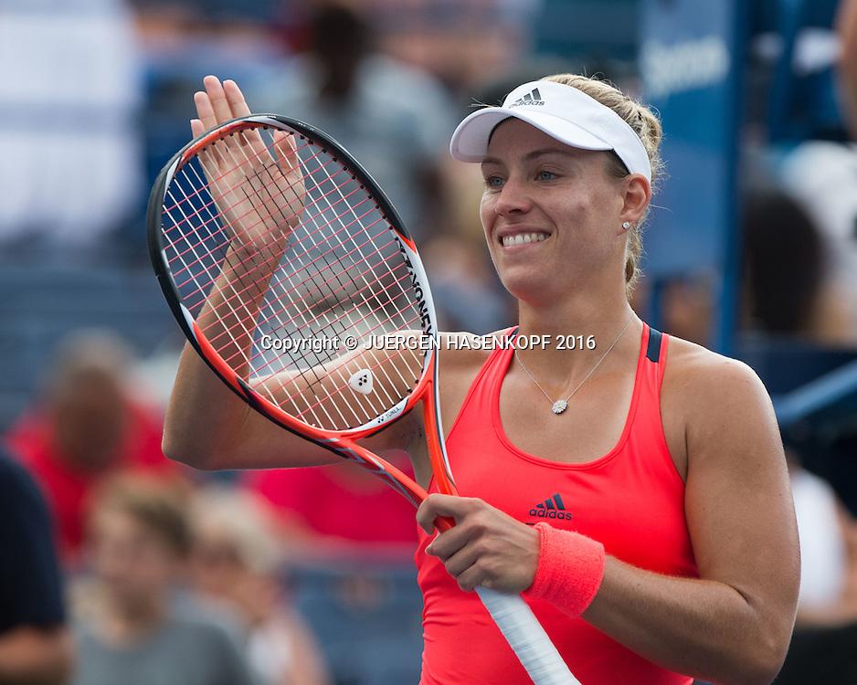 ANGELIQUE KERBER (GER) bedankt sich beim Publikum nach ihrem Sieg,Emotion,Freude,<br /> <br /> Tennis - US Open 2016 - Grand Slam ITF / ATP / WTA -  USTA Billie Jean King National Tennis Center - New York - New York - USA  - 31 August 2016.