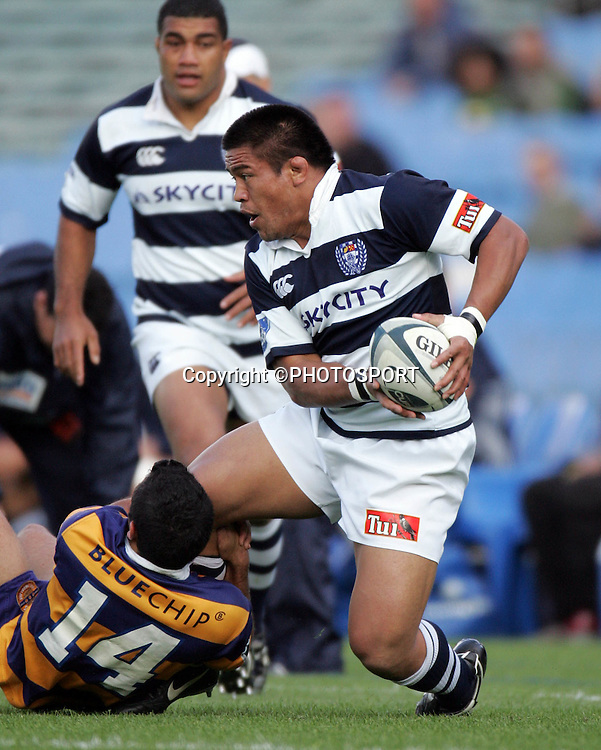 Auckland hooker Keven Mealamu in action during the Air New Zealand Cup quarter final rugby match between Auckland and Bay of Plenty at Eden Park, Auckland, on Saturday 7 October 2006. Auckland won the match 46-14. Photo: Andrew Cornaga/PHOTOSPORT<br /><br /><br />071006