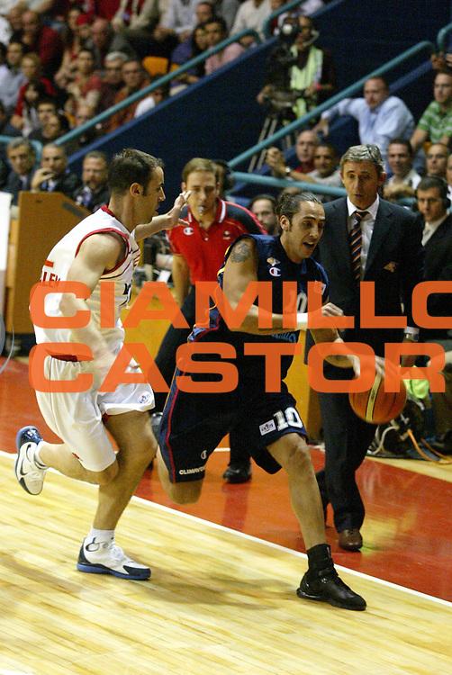 DESCRIZIONE : Gerusalemme Uleb Cup 2005-06 Hapoel Migdal Gerusalemme Lottomatica Pulitalia Virtus Roma <br /> GIOCATORE : Sconochini <br /> SQUADRA : Lottomatica Pulitalia Virtus Roma <br /> EVENTO : Uleb Cup 2005-2006 <br /> GARA : Hapoel Migdal Gerusalemme Lottomatica Pulitalia Virtus Roma <br /> DATA : 07/03/2006 <br /> CATEGORIA : Palleggio <br /> SPORT : Pallacanestro <br /> AUTORE : Agenzia Ciamillo-Castoria/G.Ciamillo