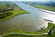Nederland, Gelderland, Tiel, 30-09-2015; rivier de Waal, ingang Amsterdam-Rijnkanaal bij Tiel. Aanleg langsdammen en kribverlaging. Door de Ruimte voor de Rivier-maatregelen wordt het water bij hoogwater sneller afgevoerd. <br /> The groynes are decreased in height and  longitudinal dams are build. This Room for the River program allows for high waters to be drained more quiclky.<br /> <br /> luchtfoto (toeslag op standard tarieven);<br /> aerial photo (additional fee required);<br /> copyright foto/photo Siebe Swart