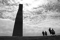 Brindisi, Monumento al Marinaio. Uno dei simboli della città all'ingresso del porto interno