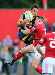 Ronan O'Mahony of Munster Rugby and Jamie Shillcock of Worcester Warriors contest a high ball<br /> <br /> Mandatory by-line: Cathal Noonan/JMP - 26/8/2016 - RUGBY - Irish Independent Park - Cork, - Munster v Worcester - Pre-Season Friendly
