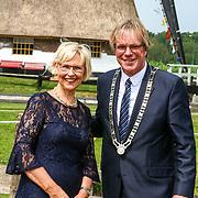 NLD/Oud Zuilen/20180609 - Prinses Beatrix verricht de openingshandeling van de Molen van de Polder Buitenweg, Burgemeester van de gemeente Stichtse Vecht,  Marc Witteman en partner
