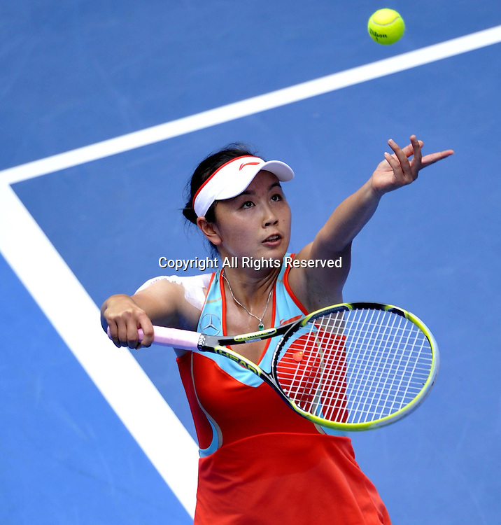 18.01.2013 Melbourne, Australia. Peng Shuai serves during the womens singles second round match at the 2013 Australian Open tennis tournament.