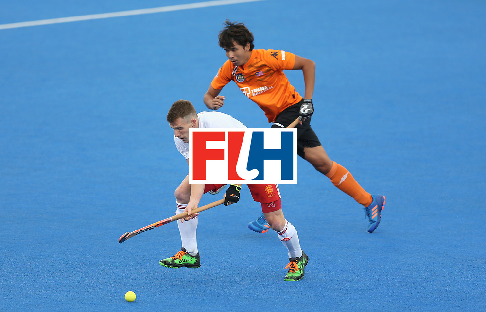LONDON, ENGLAND - JUNE 25:  Sam Ward of England breaks away from Azri Hassan of Malaysia during the 3rd/4th place match between Malaysia and England on day nine of the Hero Hockey World League Semi-Final at Lee Valley Hockey and Tennis Centre on June 25, 2017 in London, England.  (Photo by Steve Bardens/Getty Images)