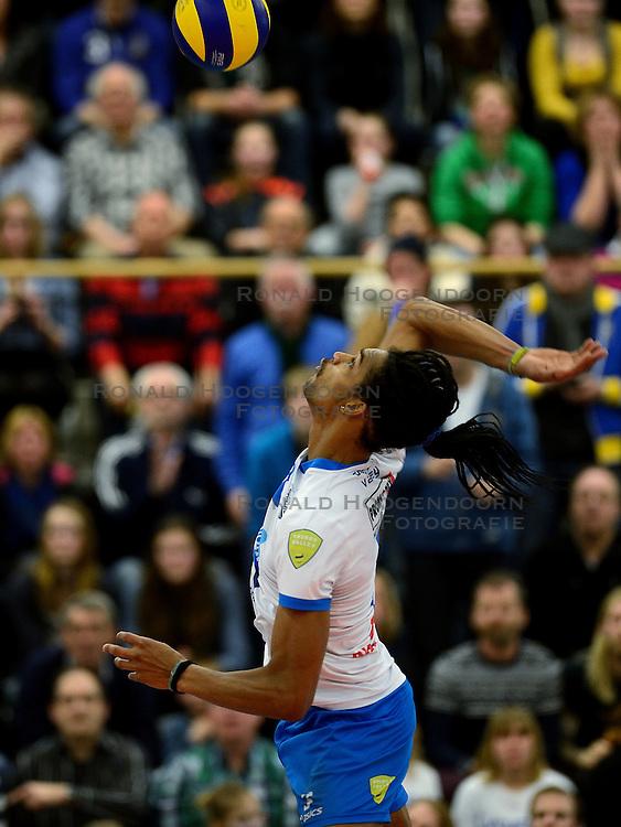 24-03-2013 VOLLEYBAL: ABIANT LYCURGUS - LANDSTEDE VOLLEYBAL: GRONINGEN<br /> Play-off finale best of 5 - Zwolle wint de vierde wedstrijd met 3-2 / Edson Felicissimo<br /> &copy;2013-FotoHoogendoorn.nl
