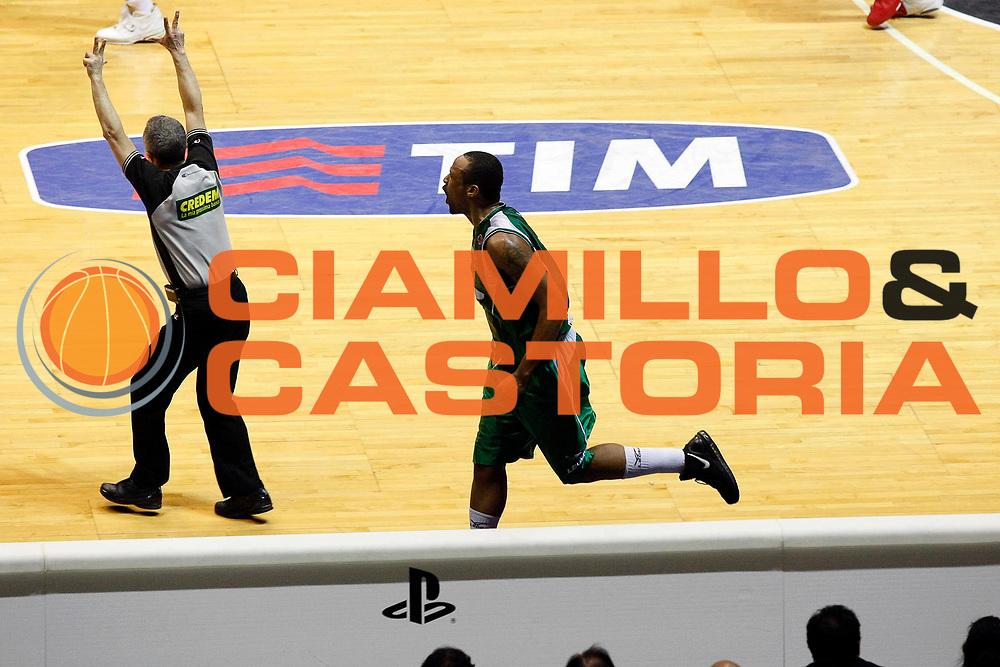 DESCRIZIONE : Bologna Final Eight 2008 Finale La Fortezza Virtus Bologna Air Avellino <br /> GIOCATORE : Devin Smith<br /> SQUADRA : Air Avellino<br /> EVENTO : Tim Cup Basket For Life Coppa Italia Final Eight 2008 <br /> GARA : La Fortezza Virtus Bologna Air Avellino <br /> DATA : 10/02/2008 <br /> CATEGORIA : Esultanza<br /> SPORT : Pallacanestro <br /> AUTORE : Agenzia Ciamillo-Castoria/G.Cottini