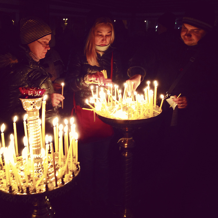 Lighting candles in a tent church on the #maidan on a mournful evening, Feb. 23, 2014. #euromaidan #kyiv #ukraine #київ #україна #евромайдан #primecollective