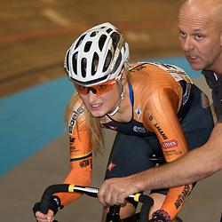 28-12-2014: Wielrennen: NK Baanwielrennen: Apeldoorn Nicky Zijlaard kwam ten val maar stapte weer op