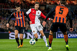 17-10-2017 NED, UEFA CL, Feyenoord - FC Shakhtar Donetsk, Rotterdam<br /> UEFA Champions League Round of 16, 3rd Leg match between Feyenoord vs. Donetsk at the stadion DE Kuip in Rotterdam / Michiel Kramer #29 of Feyenoord, Taras Stepanenko #6 of Shakhtar Donetsk