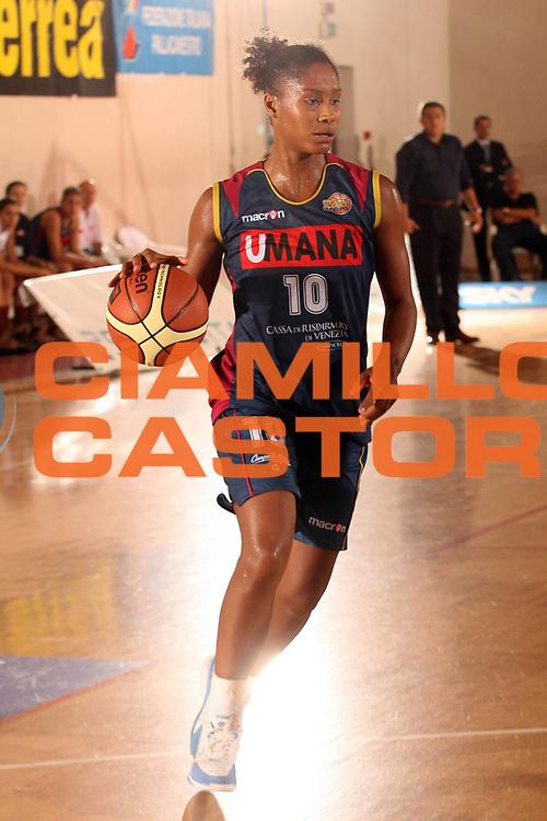DESCRIZIONE : Cagliari Lega A1 Femminile 2006-07 Prima Giornata Umana Venezia Lavezzini Parma <br /> GIOCATORE : Andrade Mery<br /> SQUADRA : Umana Venezia <br /> EVENTO : Campionato Lega A1 2006-2007 <br /> GARA : Umana Venezia Lavezzini Parma <br /> DATA : 08/10/2006 <br /> CATEGORIA : <br /> SPORT : Pallacanestro <br /> AUTORE : Agenzia Ciamillo-Castoria/S.D'Errico