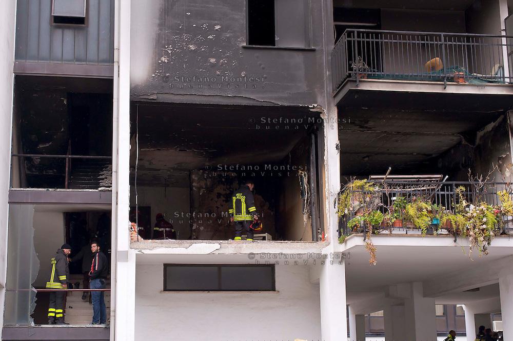 Roma, 20 Gennaio  2015<br /> Un morto e numerosi feriti per l'esplosione di una bombola del gas in un appartamento vuoto al primo piano dello stabile di via Giuseppe Galati 54, nel quartiere Colli Aniene, alla periferia est di Roma. Ricercata dalla polizia, l'inquilina 82enne, che aveva ricevuto l'ingiunzione di sfratto e sembra che aveva minacciato di far saltare in aria la casa. Vigili del fuoco sul luogo dell'esplosione<br /> Rome, January 20, 2015<br /> One dead and many wounded by the explosion of a gas cylinder in an empty apartment on the first floor of the building in Via Giuseppe Galati 54, in the district Colli Aniene, in the eastern outskirts of Rome. Wanted by the police, tenant a woman of 82 year, who  had received an order of eviction and that it seems that he had threatened to blow up the house. Firefighters on the site of the explosion