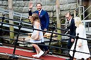 23-6-2016 - TRONDHEIM - Trondheim gemeente nodigt de koning Harald en koningin Sonja en de mensen van Trondheim naar een vroeg ontbijt en festiviteiten in de Ravnakloa vismarkt op donderdag 23 juni. Om 12.00 uur zal een grote feestelijke kerkdienst worden gehouden in Nidaros Cathedral. De dienst zal worden geleid door bisschop Helga Haugland Byfuglien van de Kerk van Noorwegen en markeert dat het 25 jaar tot de dag dat koning Harald en koningin Sonja werden gewijd in de kathedraal. De koning en de koningin hebben 600 gasten naar het tuinfeest in Trondheim in het park van de koninklijke residentie Stiftsgården worden gehouden uitgenodigd. Kroonprins Haakon en kroonprinses Mette-Marit en Prinses Ingrid Alexandra, prins Sverre Magnus van Noorwegen zal toetreden tot de koning en de koningin in Trondheim, samen met prinses Märtha Louise en Ari Behn, Prinses Astrid, mevrouw Ferner en de heer Erling Lorentzen. Prinses Ingrid Alexandra Marius Borg Hoiby Maud Angelica Behn, Emma Tallulah Behn Prinses Astrid noorwegen Norwegian Royals in Trondheim to celebrate 25th jubilee to the throne of King Harald & Queen Sonja of Norway COPYRIGHT ROBIN UTRECHT