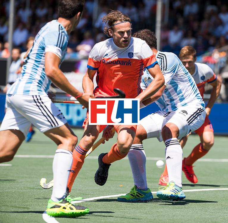 BREDA - Bob de Voogd (Ned)  tijdens de wedstrijd om brons tussen Nederland en Argentinie bij de Hockey Champions Trophy. COPYRIGHT KOEN SUYK