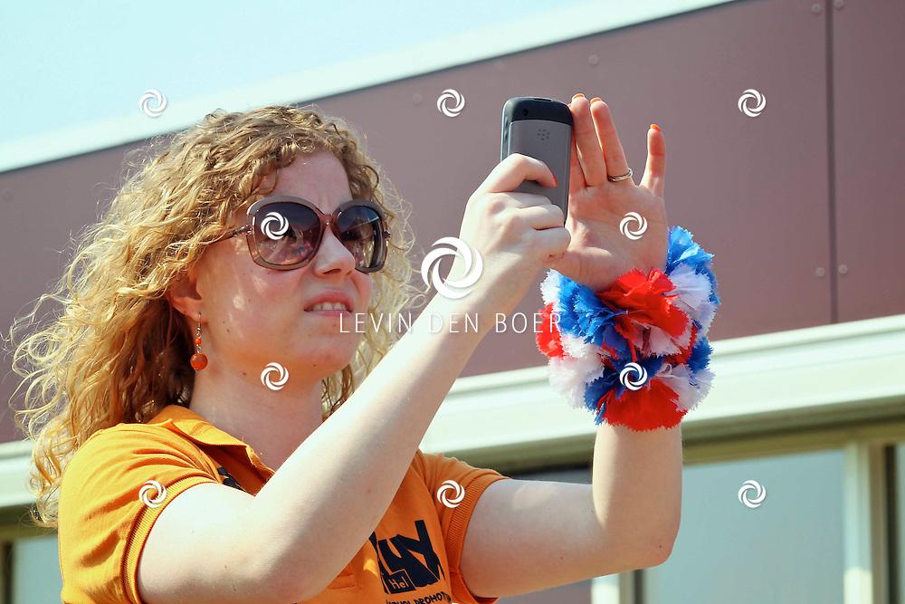 HEDEL - Koninginnedag in Hedel met springkussen, schminken, sumo worstelen, en als klapper wedstrijd frikandellen eten. FOTO LEVIN DEN BOER - PERSFOTO.NU