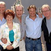 NLD/Amsterdam/20060511 - Lunch genomineerden musical Awards 2006, musical Als op het leidseplein, Dick van den Heuvel, Irene Kuiper, Jos Brink, Han Oldigs, Koen van Dijk
