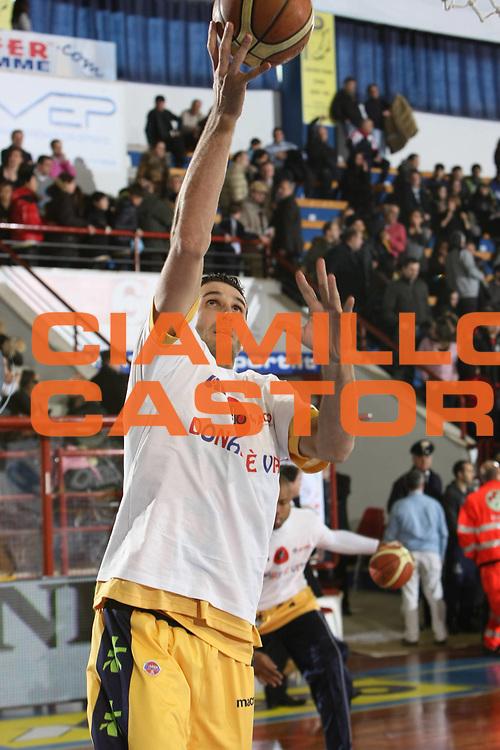 DESCRIZIONE : Porto San Giorgio Lega A1 2008-09 Premiata Montegranaro Armani Jeans Milano<br /> GIOCATORE : Oscar Chiaramello<br /> SQUADRA : Premiata Montegranaro<br /> EVENTO : Campionato Lega A1 2008-2009<br /> GARA : Premiata Montegranaro Armani Jeans Milano<br /> DATA : 15/02/2009<br /> CATEGORIA : Maglietta Avis Tiro<br /> SPORT : Pallacanestro<br /> AUTORE : Agenzia Ciamillo-Castoria/C.De Massis