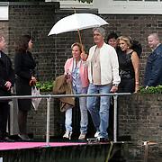 NLD/Amsterdam/20080907 - Gasten van het huwelijksfeest Nina Brink en Pieter Storms, Pieter en Nina samen onderweg naar het feest
