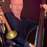 NLD/Huizen/20110916 - South Sea Jazz 2011, optreden Hans en Candy Dulfer, Bassist Eric Barkman